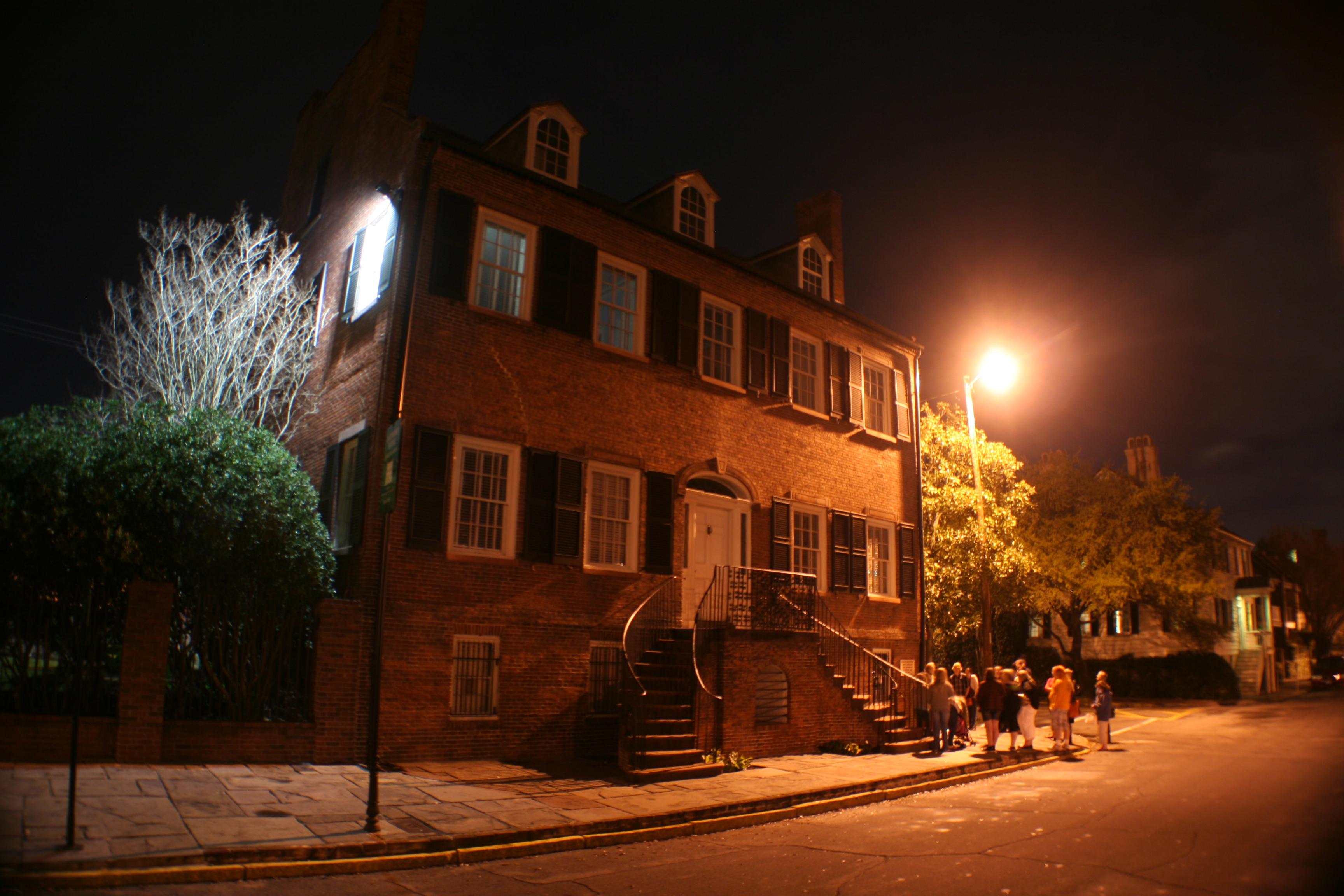 Ghost Tours Savannah Ga Pub Crawl